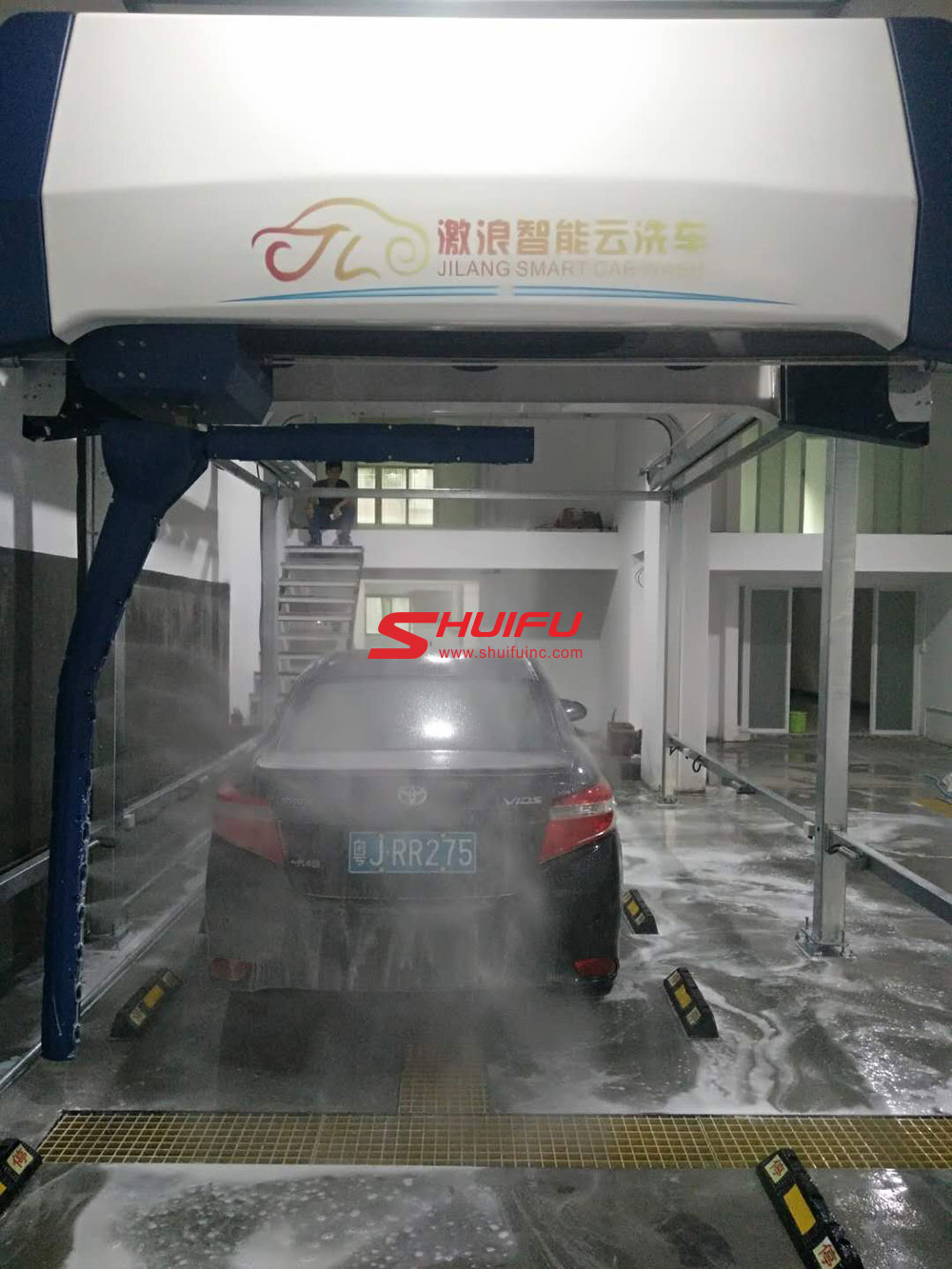 Automatic-car-wash-machine-AXE-OVERHEAD-touchless-carwash-system-installation-finished-in-Asia-manufactured-by-SHUIFU-CHINA-10