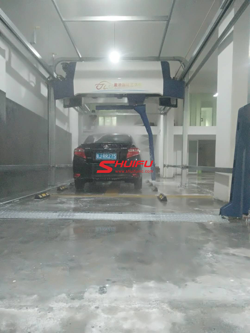Automatic-car-wash-machine-AXE-OVERHEAD-touchless-carwash-system-installation-finished-in-Asia-manufactured-by-SHUIFU-CHINA-12